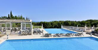 贝尔维尤农场酒店 - 圣特罗佩 - 游泳池