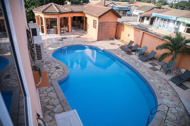 翠贝卡酒店 - 阿克拉 - 游泳池