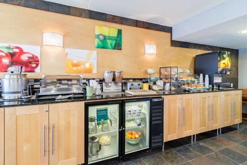 梅奥诊所区优质套房酒店 - 罗切斯特 - 自助餐