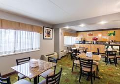 梅奥诊所区优质套房酒店 - 罗切斯特 - 餐馆