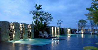 苏内大酒店和会议中心 - 乌汶