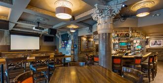 贝斯特韦斯特普拉斯金沙酒店 - 温哥华 - 酒吧