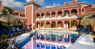 洛斯阿科斯酒店 - 内尔哈 - 游泳池