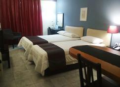 艾缇纳公寓酒店 - 亚历山德鲁波利斯 - 睡房