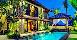 巴厘岛佐洛别墅酒店 - 仓古 - 游泳池