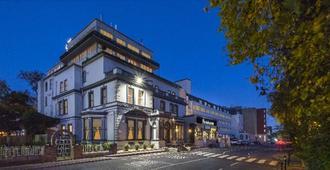 伯宁顿休闲中心酒店 - 都柏林 - 建筑