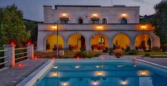 橄榄平原酒店 - 奥斯图尼 - 游泳池