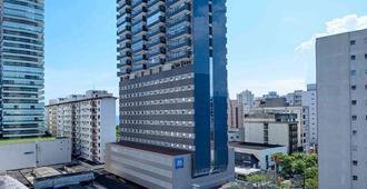 桑托斯刚萨加宜必思经济酒店 - 桑托斯 - 建筑