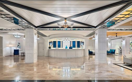 H10德芬酒店-仅限成人入住 - 萨洛 - 大厅