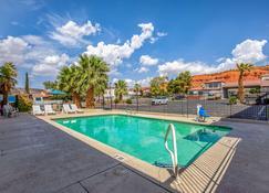 羅德威飯店 - 圣乔治 - 游泳池