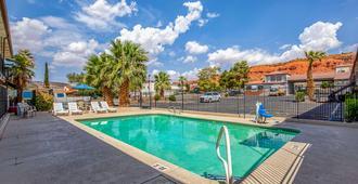 圣乔治罗德威旅馆 - 圣乔治 - 游泳池