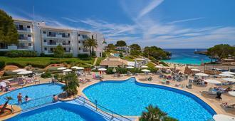 因图洛特尔埃斯梅拉尔达公园酒店 - 卡拉达沃 - 游泳池