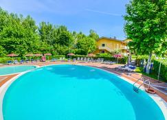 瑞尔酒店 - 西尔米奥奈 - 游泳池