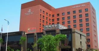 青岛多瑙河国际大酒店 - 青岛