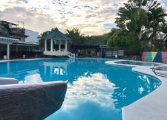 达斯马V度假酒店 - 达斯玛林艾斯 - 游泳池