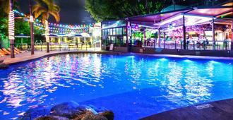 凯恩斯吉利根背包客酒店及度假村 - 凯恩斯 - 游泳池