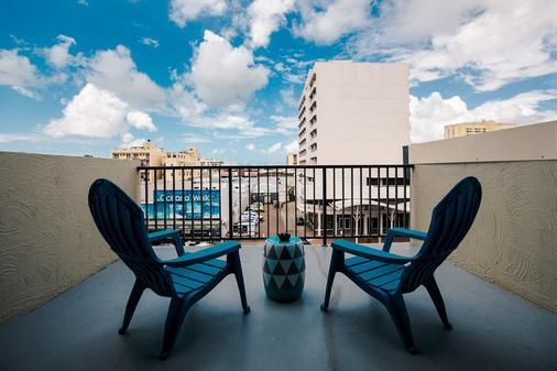 凯恩斯吉利根背包客酒店及度假村 - 凯恩斯 - 阳台