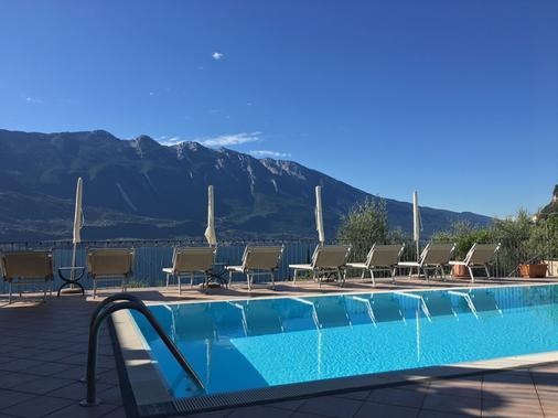 贝尔韦德瑞别墅酒店 - 加达 - 游泳池