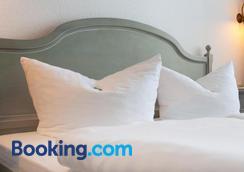 吕根岛斯特兰迪斯特尔酒店 - 奥斯特巴德·哥伦 - 睡房