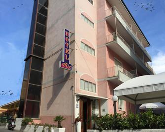 里兹酒店 - 菲纳莱利古雷 - 建筑