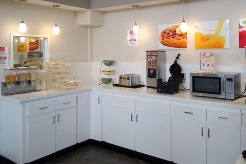 西能源走廊生态小屋套房酒店 - 休斯顿 - 自助餐