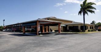 佛罗里达州收费公路I-95美洲最佳价值酒店 - 皮尔斯堡 - 建筑