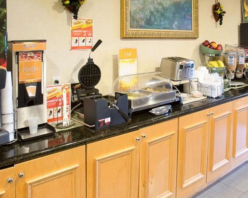 匡蒂科优质套房酒店 - 斯塔福德(弗吉尼亚州) - 自助餐