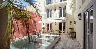 迪尔里斯本迷人住宿加早餐旅馆 - 里斯本 - 游泳池