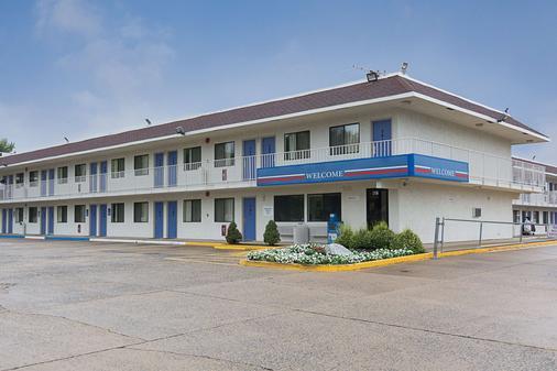 Motel 6 Fredericksburg - North - 弗雷德里克斯堡 - 建筑