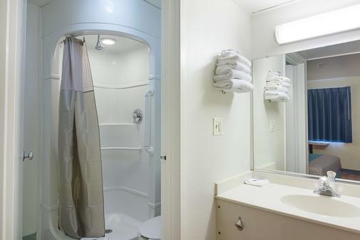 Motel 6 Fredericksburg - North - 弗雷德里克斯堡 - 浴室