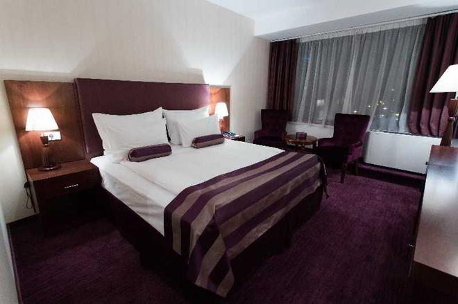 纳波卡大酒店 - 克卢日-纳波卡 - 睡房