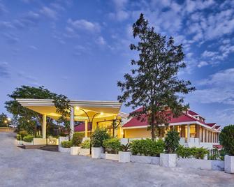 史特林山阿布酒店 - 阿布山 - 建筑