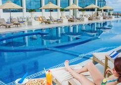 科伦坡金斯伯里酒店 - 科伦坡 - 游泳池