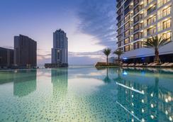芽庄芬珍珠帝国公寓式酒店 - 芽庄 - 游泳池