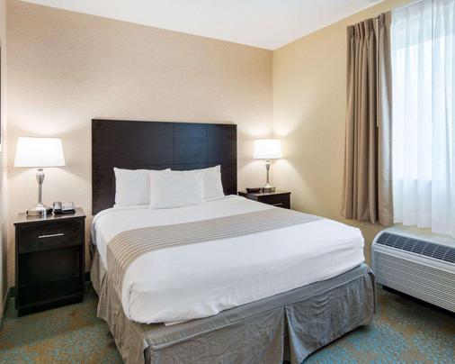 匡蒂科郊区长住酒店 - 斯坦福 - 睡房