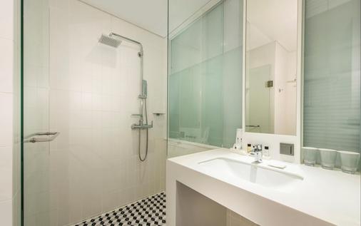江南佩托酒店 - 首尔 - 浴室