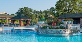 布兰森伍兹韦斯特盖特度假酒店 - 布兰森 - 游泳池