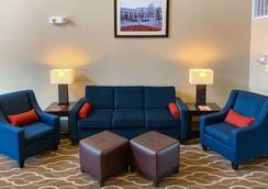 德克萨斯大道舒适套房酒店 - 大学城 - 大厅
