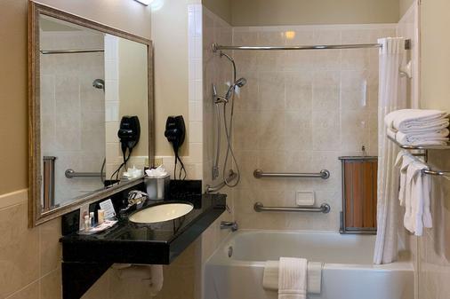 德克萨斯大道舒适套房酒店 - 大学城 - 浴室