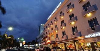安格拉巨港飯店 - 巨港