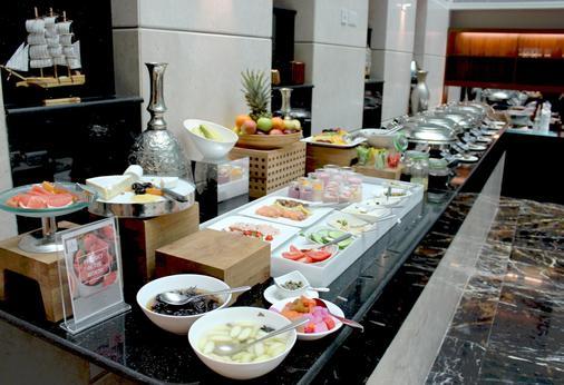 马斯喀特千年行政公寓酒店 - 马斯喀特 - 自助餐