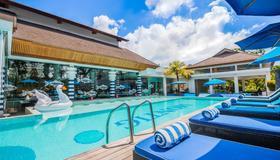 水明漾蒙蒂戈度假村 - 库塔 - 游泳池