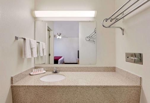 圣安吉洛温德姆戴斯酒店 - 圣安杰罗 - 浴室
