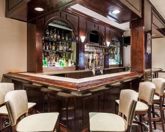奥尔巴尼华美达广场酒店 - 奥尔巴尼 - 酒吧