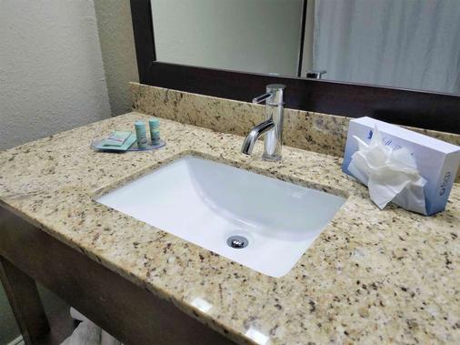 佛罗里达购物中心附近机场贝斯特韦斯特酒店 - 奥兰多 - 浴室