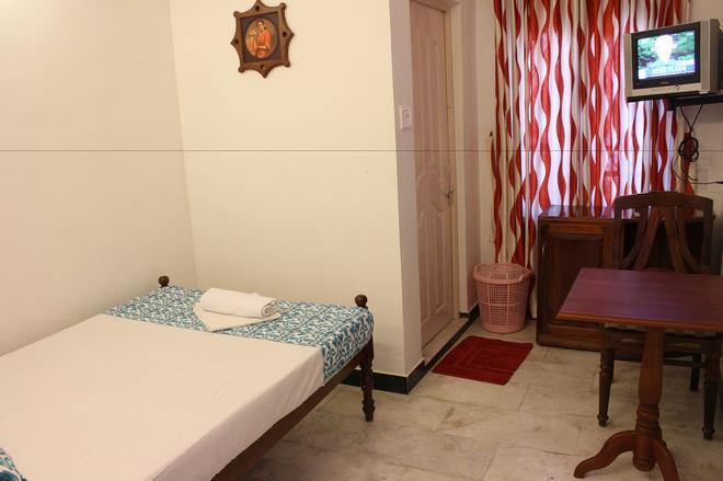 白玫瑰酒店 - 科钦 - 睡房