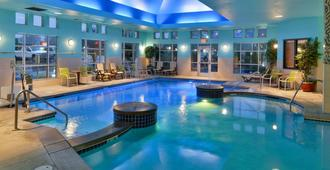 机场凯富套房酒店 - 塔奇拉 - 游泳池