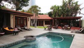 辛加旅馆-狮吼酒店集团 - 伊丽莎白港 - 游泳池
