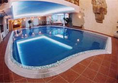 Tsunami Spa Hotel - 第聂伯罗彼得罗斯夫斯克 - 游泳池