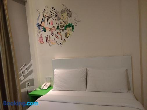 草莓园酒店 - 八打灵再也 - 睡房